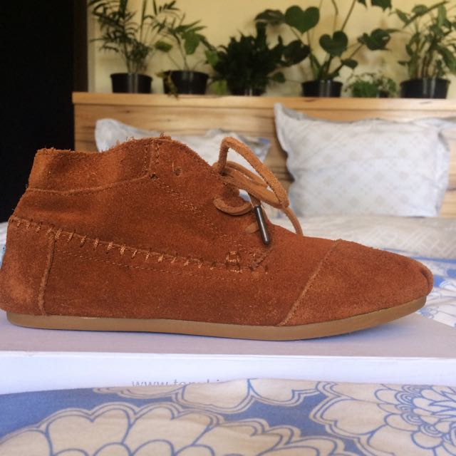 "Leather ""Toms"" Lace up Shoes"