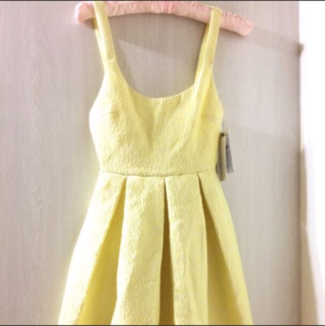 zara鵝黃色連身裙