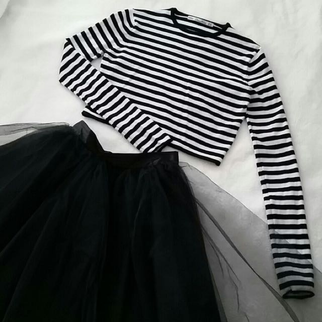 7e44a92f78 Zara Knit Black White Striped Crop Sweater