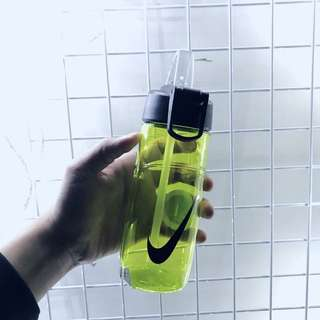 Nike 水壺