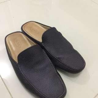 Tod's slip on loafer