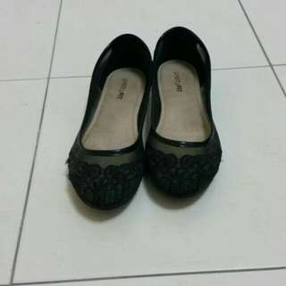 Black lace flat shoes