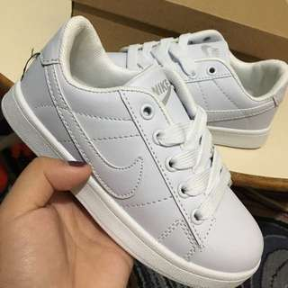 NIKE SHOES FOR KIDS CLASS A size 34 only!