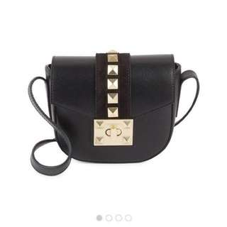 Valentino by Mario Valentino Studded Leather Saddle Bag Size 吋: 8W X 6.75H X 2.5D 有興趣inbox 查詢