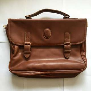 Vintage Look Dark Brown Oak Mahogany Leather Men Carry Suitcase Soft Bag Satchel Flap Over Zipped Clasp Multiple Compartments Hipster Trendy Messenger Carrier Work College Study Bag