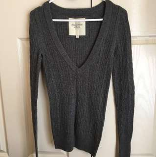 LIKe NEW Abercrombie & Fitch Grey Winter Sweater - Size 8