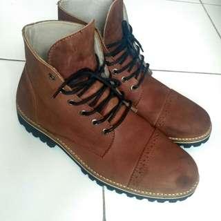 Sepatu Boots Kulit size 41