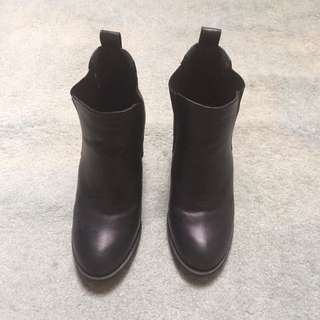 Spur ankle boots