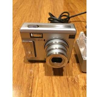 FujiFilm FinePix F440 4.1MP compact optical zoom camera with cradle
