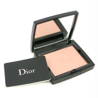 C. Dior Diorskin Forever Poudre Compacte Wear-Extending Invisible Retouch Powder FPS 8 SPF #002, 12g