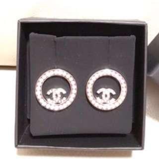 🎁【 新年禮物!全新正品 】CHANEL 100%全新銀色閃石圓圈 CC Logo 耳環 2017 年款 ( #A96562 / Earrings / 代售  )