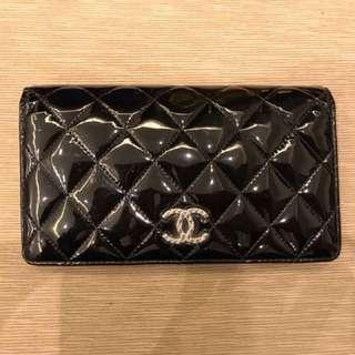 100% real, 80%新 Chanel 經典漆皮長銀包款