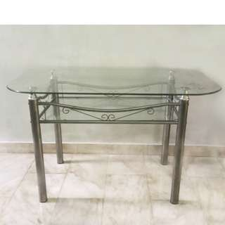 Table - 120 cm glass top, good condition