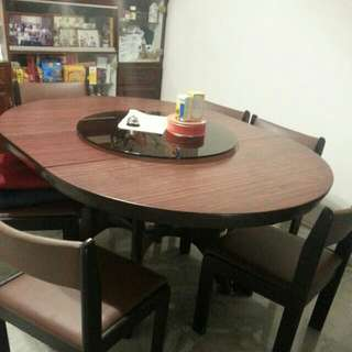 Used extendable Dining table. 1.2m Diameter. Extendable To 1.5m Length. Table Only. Arrange Own Delivery.