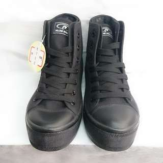 斷碼36女裝黑色中筒布鞋