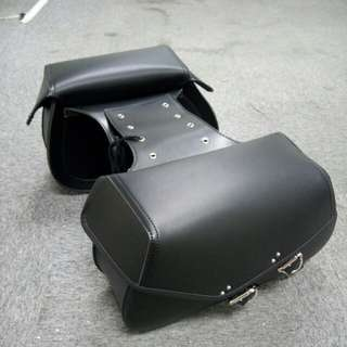 Saddlebags for motorcycle