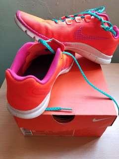 Nike運動鞋 (螢光波點款式)