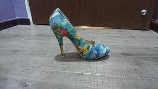PRICE REDUCED! Floral Peep-toe Pumps Blue