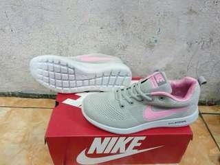 Nike dan adidas