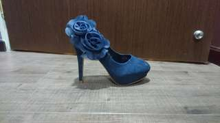 PRICE REDUCED! Mitju Navy Pumps in suede material