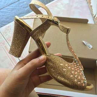 saleeeee!!! high heels gold