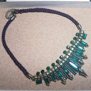 Free delivery: Emerald Inspired Statement Necklace
