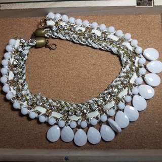 Free delivery: white statement necklace