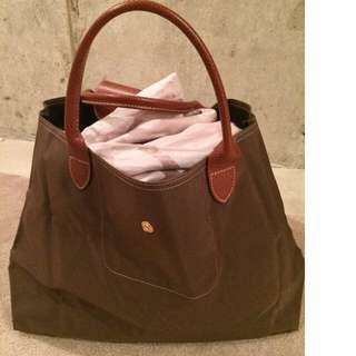 Authentic Longchamp purse. Barely used.