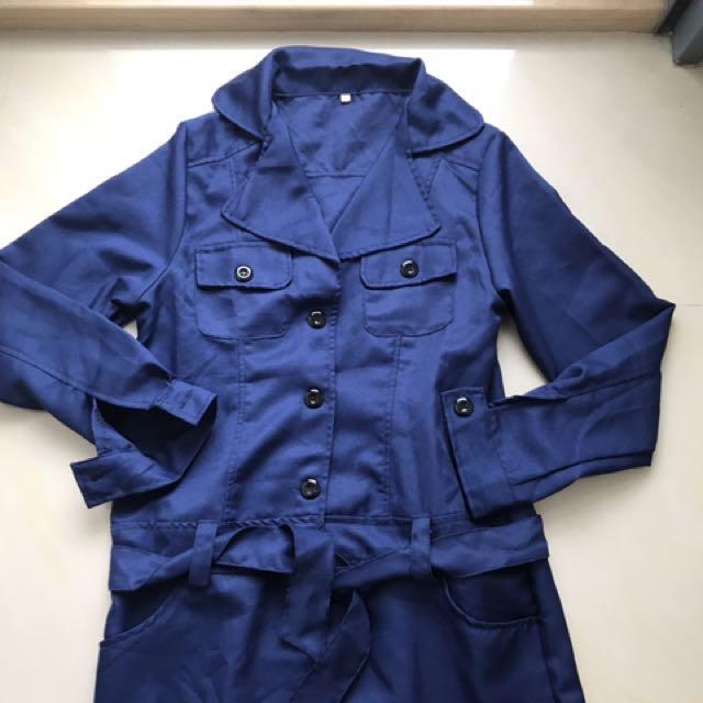 深藍薄款排釦洋裝式外套