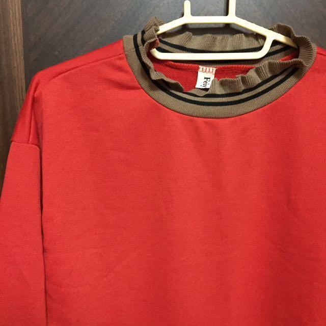 🔹花邊高領紅素衣