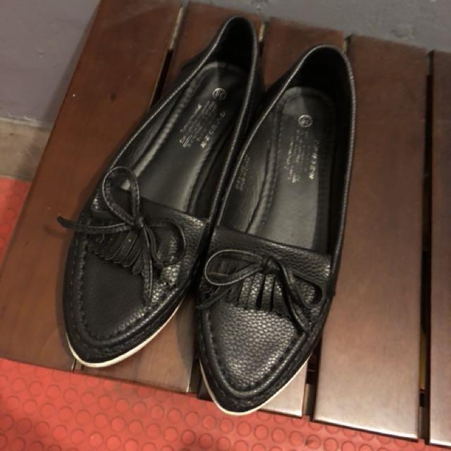 流蘇尖頭皮革質感懶人鞋 平底鞋