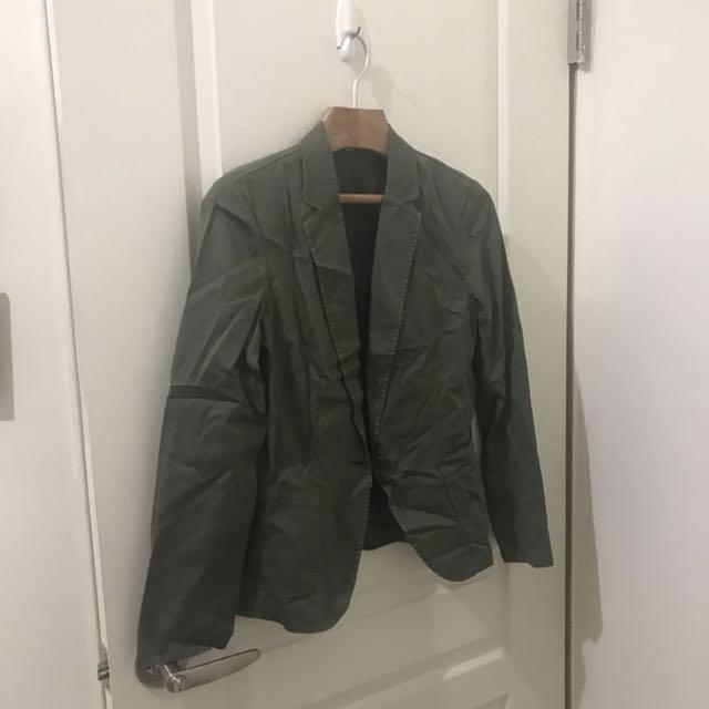 日本品牌 uniqlo 軍綠色西裝外套 S號 全新未穿