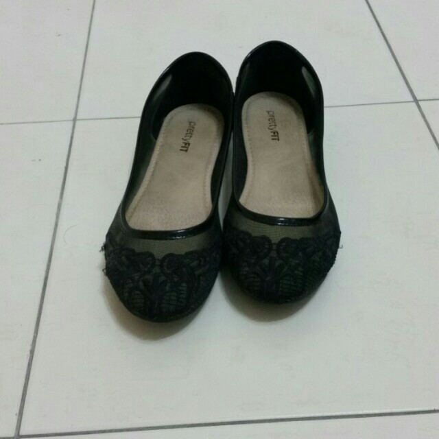 Black lace flat shoes
