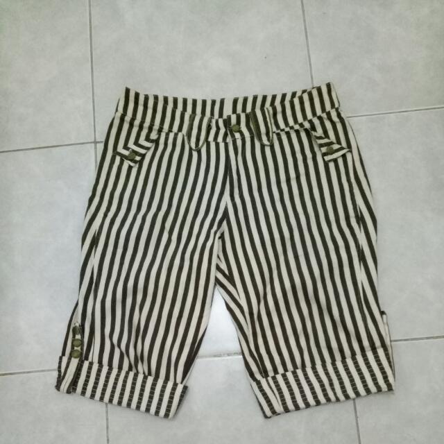 Celana Pendek Stripe