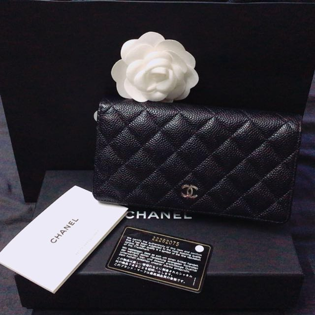 717a2fc00335 Chanel Caviar Bi-fold Wallet(Price Reduced), Luxury, Bags & Wallets on  Carousell