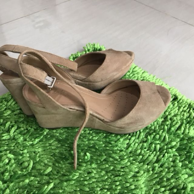 Clarks wedges in brown
