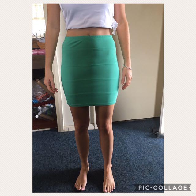 Green size 8 skirt