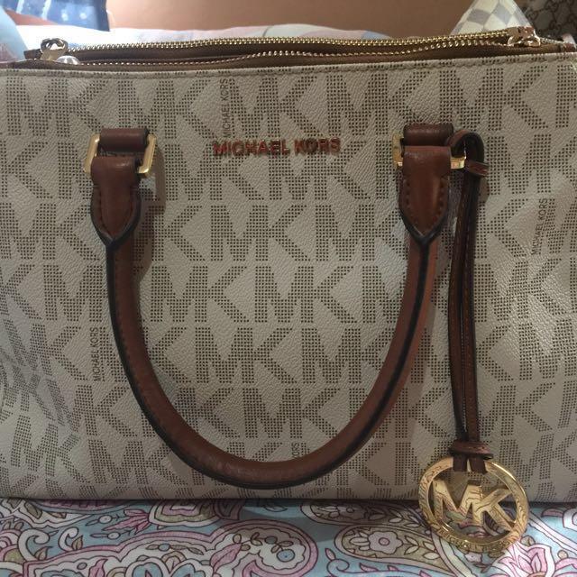 Michael kors Sutton Saffiano leather satchel (free delivery)