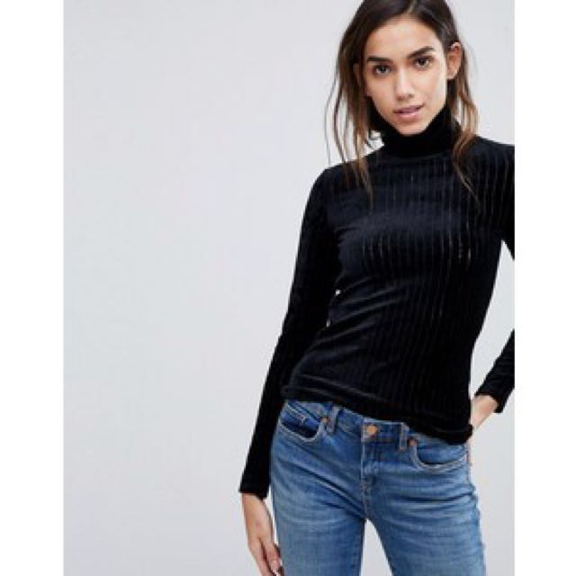 Monki rib cage velvet long sleeves top