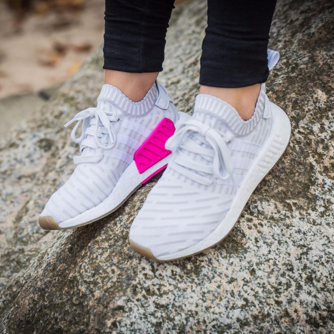 nmd r2 white on feet