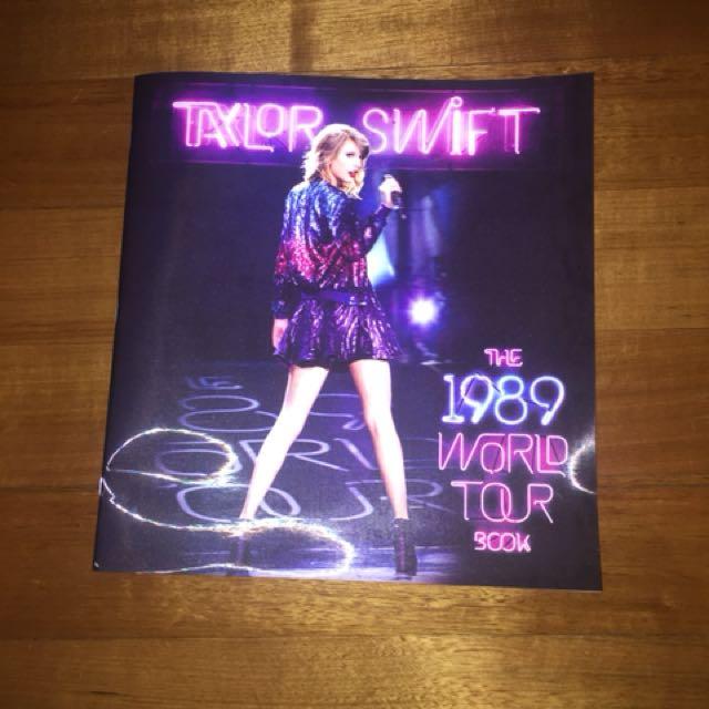 TAYLOR SWIFT 1989 TOUR BOOK