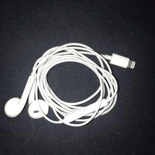 2nd hand Apple Original Lightning earpod ***Post Only!!!