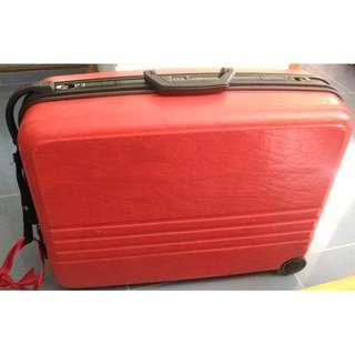 Red luggage 紅色行李箱