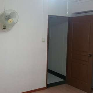 WOODLANDS MAISONETTE; UPPER LEVEL; COMMON ROOM for RENT: