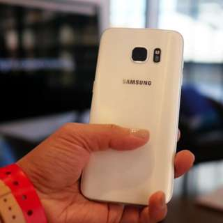 Samsung Galaxy S7 Edge  (Limited Edition Pearl White)