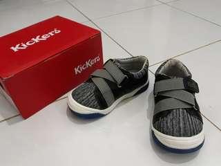 Sepatu balita merk KicKers