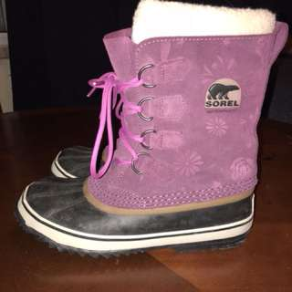 Like new size 9 women's Sorel winter boots.