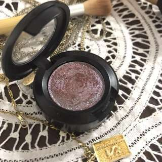 LIMITED EDITION: Mac Dazzleshadows Boom Boom Room