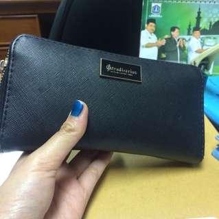 Black wallet stradivarius
