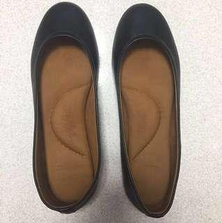 Aere Comfy Black Flats